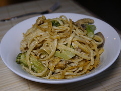 2013-04-14 - BGV Chicken Tetrazzini - 0005 (smiteme) Tags: food mushrooms vegan broccoli pasta vegetarian veganism chickenstrips herbivore vegetarianism nooch meatless danshannon meatfree whatveganseat annieshannon bettygoesvegan
