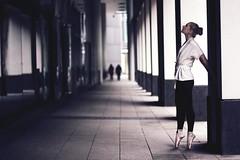 (donchris!) Tags: street city light woman dance ballerina frankfurt streetphotography tanz frau ballett ffm