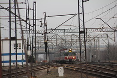 PR EN57-628 , Wrocaw Muchobr train station 27.03.2013 (szogun000) Tags: railroad station electric set train canon tren poland polska rail railway commuter emu pr passenger trem treno ezt regio wrocaw pkp pocig  lowersilesia dolnolskie dolnylsk en57 przewozyregionalne en57628 wrocawmuchobr canoneos550d canonefs18135mmf3556is d29273 d29275 d29757 d29758