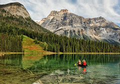 Emerald Lake Clarity (Jeff Clow) Tags: vacation lake canada nature landscape kayak getaway canoe emeraldlake yohonationalpark tpslandscape