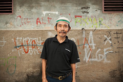 Jakarta Street (ross mytton) Tags: street man color canon indonesia fun jakarta series vendor streetfood speedlight strobist