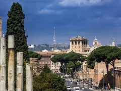 Colosseo - Via dei Fori Imperiali (berlin-belichtet.de) Tags: italien italy rome roma via rom dei fori colosseo imperiali kolosseum colosseom p7700