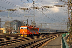 Orange Glow (Treflyn) Tags: electric train europe republic czech prague rail railway praha class service locomotive bound outskirts ndra hlavn 362 d esk drhy multisystem 3620192