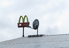 McDonald's, Connecticut (Timbo_a_go_go) Tags: roof broken sign hole satellite mcdonalds bashed
