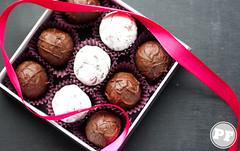 Trufa de Champagne ([Vitor Hugo]) Tags: dessert sweet chocolate champagne truffle trufa pinkoctober