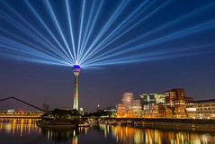 Rheinturm Düsseldorf - NRW70 (jennifer.stahn) Tags: düsseldorf rhein rheinturm rheinkomet nrw70 cityscape nikon jennifer stahn nrw long exposure light taillight