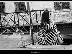 affinit (magicoda) Tags: italia italy magicoda foto fotografia venezia venice veneto biancoenero blackandwhite bw bn persone people blackwhitephotos maggidavide davidemaggi voyeur white curioso candid upskirt streetphotografy street turista tourist turists donna woman vpl seethru perizoma thong panty nero black piedi feet barefoot sandal water sea controluce backlight sole sun gonna vento wind skirt hair 2016 wife amica friends coppia couple dress love engage fuji fujifilm x100 x100t righe rows lines gondola gondoliere gondol occhiali glasses brunette hat