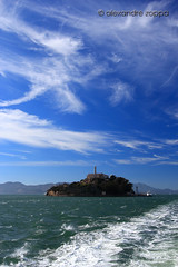 Alcatraz (Alexandre Zoppa) Tags: sanfrancisco california city autumn light sea cidade usa sun color luz sol nature canon cores photography mar photo day foto unitedstates natureza parks dia eua alcatraz sanfranciscobay fotografia outono sincity estadosunidos parques dreamphoto canont3i