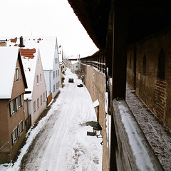 Nrdlingen (Peter Gutierrez) Tags: street old city schnee winter urban snow history public wall architecture germany bayern deutschland bavaria photo ancient europe european pavement medieval historic sidewalk peter german ramparts gutierrez deutsch altstad maur rampart nrdlingen petergutierrez donaubies