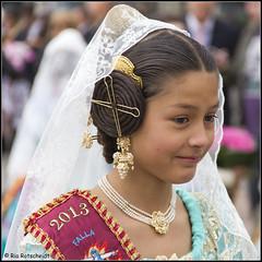 Dressed up! (Ria Rotscheidt) Tags: city sun valencia girl spain vale procession zon meisje stad spanje processie mooigekleedsluier