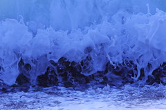 Froth on wave (Teruhide Tomori) Tags: sea beach nature water japan wave seashore canonef300mmf28lis canoneos5dmark