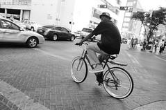 Ciclista texano (Picardo2009) Tags: street people blackandwhite usa sanantonio calle flickr texas gente streetphotography bicicleta ciclista biker sat friday bycicle fotografiacallejera flickraward