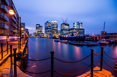 Up in the Citi! (jumping hoops) Tags: city nightphotography twilight nightime docklands canarywharf