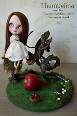 Thumbelina and her nature´s kitchen cover diorama