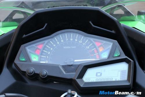 Kawasaki-Ninja-300-16