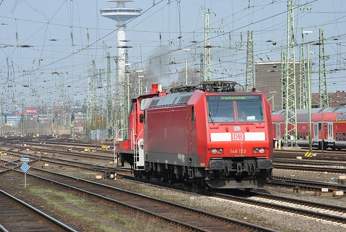 Bremen,24.04.2013 - 146 123 (hauled by 362 597-7