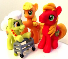 Apple Family (KitaRei) Tags: family horse apple g4 pony fim ponies bigmac grannysmith mylittlepony applejack applefamily friendshipismagic mylittleponyfriendshipismagic bigmacintosh
