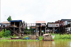 02 Housing 0874 (Ursula in Aus (Away)) Tags: cambodia housing stilts tonlsap earthasia