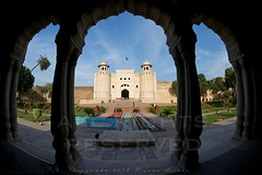 Alamgiri Gate - Lahore Fort (z) Tags: city pakistan green architecture construction gate fort flag main entrance mosque straight bagh lahore f28 oldcity masjid walled alignment grandeur  mughal badshahi maingate darwaza  hazoori alamgiri widescape