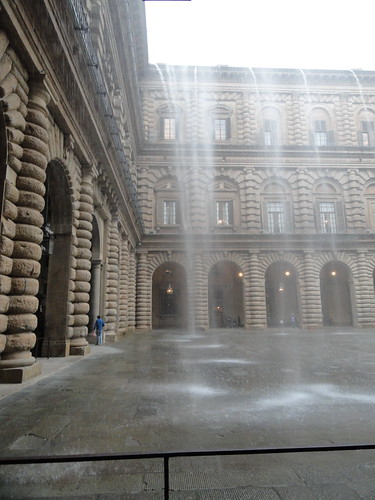 Torrent of rain on courtyard of Palazzo Pitti (2)