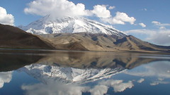 DSC00128 - KARAKUL - lake lac - information -in english -en franais (peguiparis) Tags: china mountain lake montagne lac camel karakul chine chameau mutztagata
