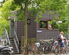 Zeilbrugwachtershuisje (jpmm) Tags: 2016 amsterdam zuid architecture henkmeijer fietsen scooters wachtenden zeilstraatbrug schinkel escaleras stairs artist hildokrop keramischetegels