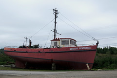 A fishing boat near the shipyard of Newport, Qubec (Ullysses) Tags: newport qubec canada gaspesie summer t fishingboat fishingvessel chandler listugujgesiteitagn marina