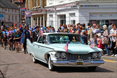 Plymouth (meniscuslens) Tags: plymouth american car tring carnival parade hertfordshire