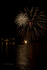 Fireworks along the Ohio River (Dailyville) Tags: fireworks river summer outdoor dailyville ohioriver vevayindiana indiana