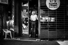 MONO3956 (H.M.Lentalk) Tags: summilux summiluxm 28mm 28 f14 14 114 11428 oz aussie australia australian street sydney black white people urban life city asph monochrome m typ 246 newtown