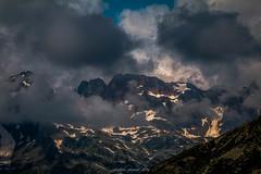 Traces d'un Hiver (Frdric Fossard) Tags: montagne paysage nature nv neige rocher pierrier cimes crtes artes massifdesaiguillesrouges ciel nuage lumire ombre alpes hautesavoie france ambiance atmosphre dramatique