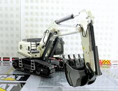 LIEBHERR R970 SME EXCAVATOR WSI (Diecasts Collectors Brasil) Tags: liebherr r970 sme excavator wsi premium line 041156