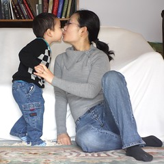 I love mommy (LugerLA) Tags: lumix voigtlander gf2 colorskopar35mmf25