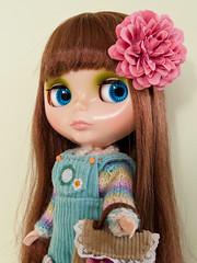 2013 - 094/365 (Helena / Funny Bunny) Tags: doll blythe flowerbouquet babysbreath rbl adad funnybunny 2013 solidbackground fbphoto fbfashion