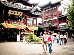 Amour at Shanghai  --  China  2005 (VitorJK) Tags: 2005 china people woman girl cn nikon shanghai amour coolpix vitor 995 junqueira vitorjk