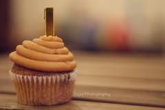 I (Fajer Alajmi) Tags: wood caramel cupcake letter