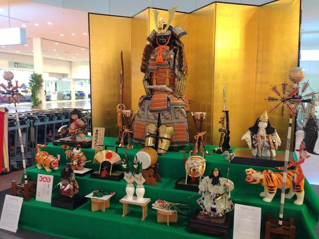 羽田空港に五月人形・鎧兜