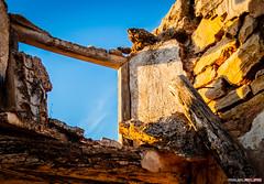 Pretrito (Miguel Rojas) Tags: wood sun sol wall pared spain madera shadows oldhouse andalusia sombras cortijo casaantigua
