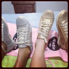 Double Fab! Meu tênis e da Mamis by Alice Disse @alicedissegram  #sneakers  #tennisshoes #alicedisse #gold #golden #silver #momandme ([J]αckie ♥ .) Tags: silver square gold golden sneakers squareformat carioca tênis tennisshoes poprocket alicedisse iphoneography instagramapp uploaded:by=instagram