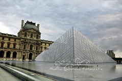 Louvre (Monica Galafassi's Photos) Tags: paris france beautiful arquitetura museum architecture museu louvre frana lindo the piramid pirmide