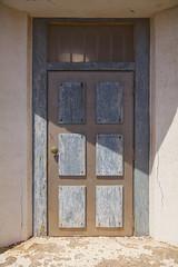 A dnde conducir esta puerta? (www.rojoverdeyazul.es) Tags: fuerteventura islas canarias canary islands espaa spain punta pesebre cofete janda autor lvaro bueno puerta door vieja old