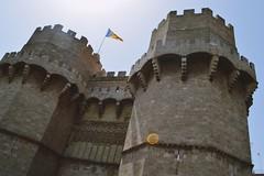 Los Torres de Serranos (gwennaelle.masle) Tags: valencia espaa espagne valence city ciudad sun soleil torres serranos