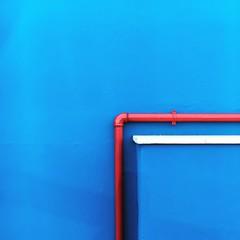 un quarto (G e e n o) Tags: luce colori lights paint draw street strade arte art riflessi periferie progetto project rosso giallo blu yellow red