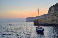 Voyage (Sizun Eye) Tags: xlendi gozo malta malte boat voyage cliffs falaises coast coastline mer sea mediterranean mediterranne europedusud southerneurope europe europa travel coucher sunset evening sizuneye nikond750 d750 tamron2470mmf28 tamron 2470mm crpuscule dusk twilight