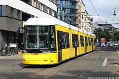 Europa, Deutschland, Berlin, Mitte, Alte Schnhauser Strae (Bernhard Kumagk) Tags: europa deutschland berlin mitte alteschnhauserstrase bvg bonde elctrico raitioliikenne sporvei sporvogn sprvg streetcar tram tramm tramvaiul trolley tramvay tramwaj villamos tramway tramwaje tranvia trikk   tranbia   tranva sprvagn tramvajus tramvajs tramvia tranvai raitiovaunu strasenbahn  bernhardkusmagk bernhardkussmagk flexity europe duitsland  njemaka  tyskland  jerman germania   germany allemagne vcija vokietija niemcy alemanha nemaka nemecko nemija alemania   almanya nmecko    saksa   almaniya  normalspur