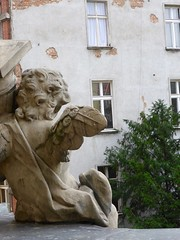 les anges (1) (canecrabe) Tags: ange universit wroclaw balcon faade baroque
