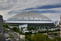 Nagoya Dome ,Japan . (marcelo.nakazaki) Tags: asia aichiken japan japon japao nagoya nagoyadome cidade city ceu sky predio carros car arvores tree postcard nuvem