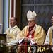Erdő Péter bíboros megszenteli az Örökimádás templomának új harangját.