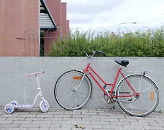 iti ja tytr (neppanen) Tags: sampen discounterintelligence helsinki helsinginkilometritehdas suomi finland piv65 reitti65 pivno65 reittino65 polkupyr kolmipyr bicycle