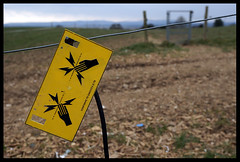 DSC05244 (Bob Taylor002) Tags: sign warning shock electricfence